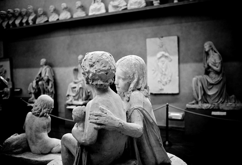 picography-emotions-of-statues